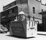 Peters float in parade